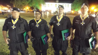 Militares recebem são homenageados por ato de bravura (Foto: GPT/Cod)