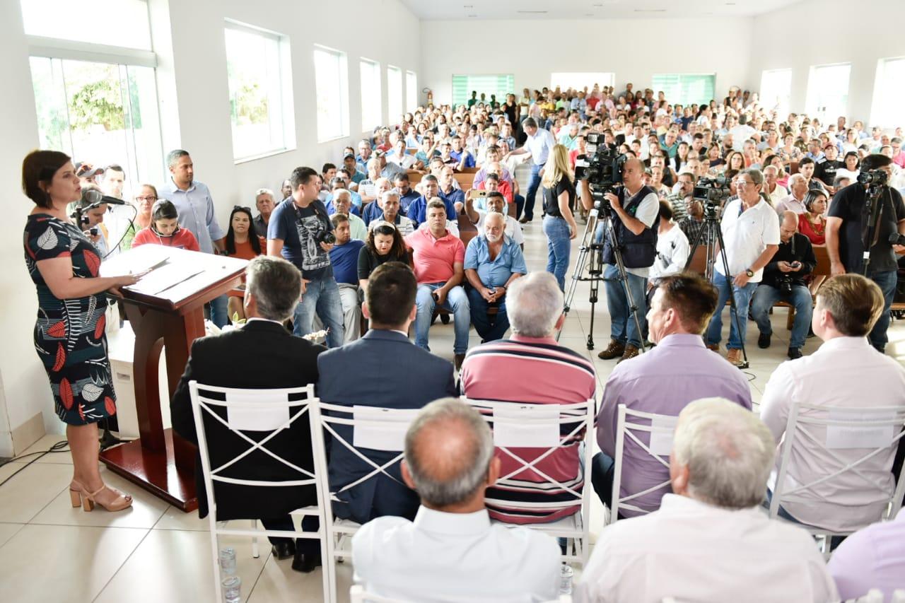 Andréa Vulcanis, secretaria estadual de Meio Ambiente, durante seu pronunciamento em Minaçu, ao anúncio do novo investimento na área de mineração na cidade [Foto: Divulgação/Governo de Goiás]