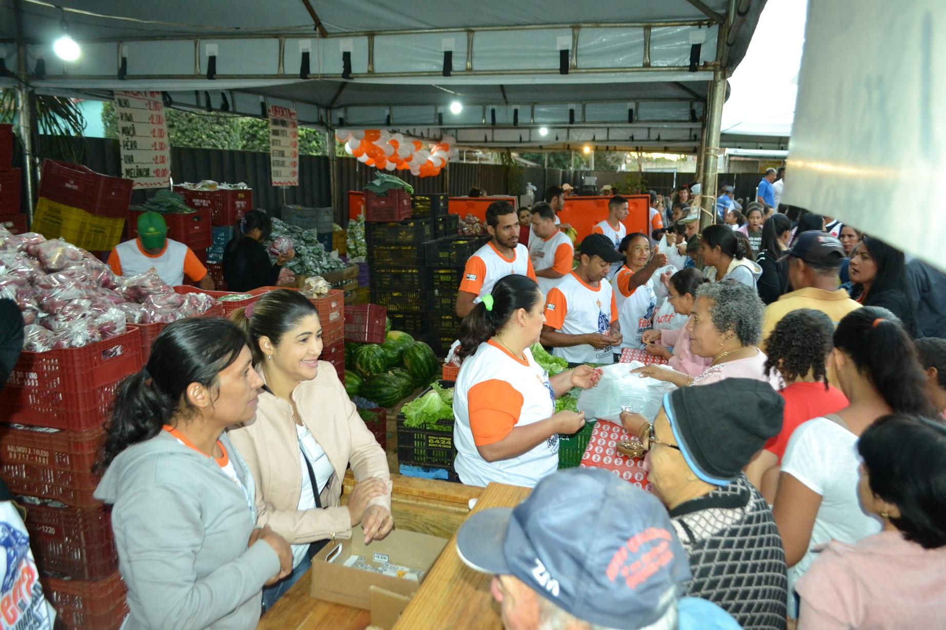 Na barraca do Sacolão foram vendidos 15 tipos de frutas, verduras e legumes: tudo muito barato [Foto: Euclides Oliveira]