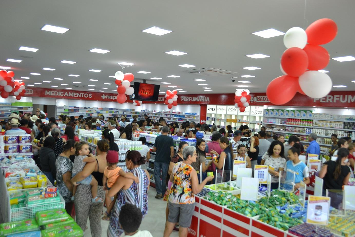 Farmácia Preço Baixo balança concorrência com grandes ofertas na abertura  de megaloja na Avenida Brasil – Excelência Notícias